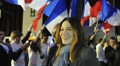 Carla Bruni lors d'un meeting de son mari Nicolas Sarkozy à Bordeaux le 3 mars 2012. Reuters/ POOL New