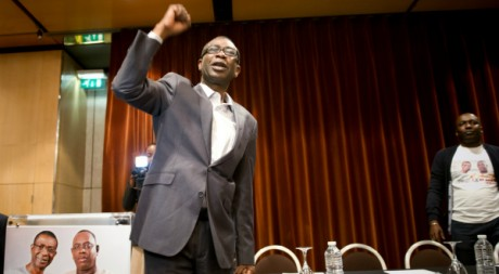 Youssou Ndour lors d'un meeting de soutien à Macky Sall, Paris, 11 mars. AFP PHOTO / BERTRAND LANGLOIS