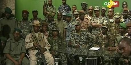 Les mutins au siège de la télévision malienne, le 22 mars © REUTERS/Handout