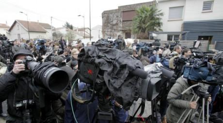 Les médias lors de l'assaut contre le présumeur tueur djihadiste, Toulouse, 22 mars 2012. REUTERS/Jean Philippe Arles