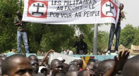 Manifestation contre le coup d'Etat à Bamako, le 26 mars 2012. REUTERS