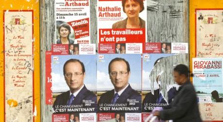 Affiches électorales à Paris le 29 mars 2012. Reuters/Benoit Tessier