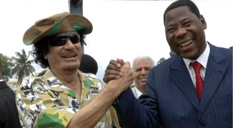 Mouammar Kadhafi et le président du Bénin Yayi Bonin le 16 juin 2008 à Cotonou.  Reuters/STR New