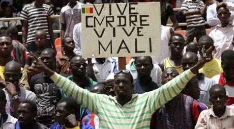 Des Maliens en colère contre la CEDEAO, le 31 mars à Bamako. REUTERS/Luc Gnago
