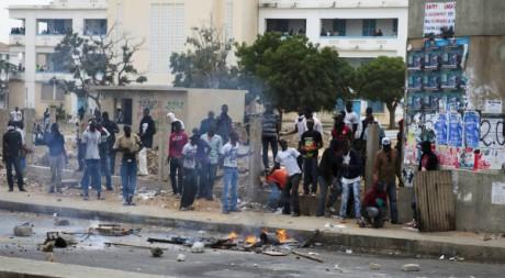 Manifestations entre des jeunes et les forces de l'ordre à Dakar, février 2012. © REUTERS/Joe Penney