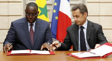 La France et le Sénégal signent un accord de partenariat à l'Elysée, 18 avril 2012 REUTERS/Benoit Tessier