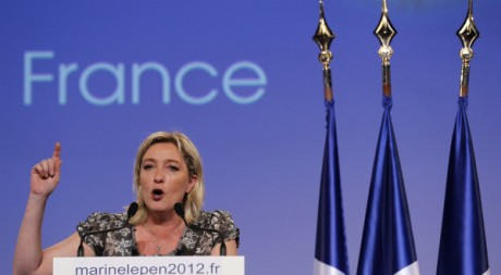 Marine Le Pen en campagne, Nantes, 25 mars 2012, REUTERS/Stephane Mahe