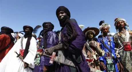 Un touareg noir (au centre) au festival de la Cure Salée, Ingal, Niger, Septembre 2011REUTERS/Luc Gnago