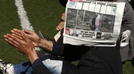 Un partisan du Front des forces socialistes le 21 avril 2012 à Tizi Ouzou.  Reuters/Zohra Bensemra