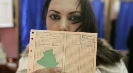 Une jeune femme vote pour la présidentielle à Alger le 9 avril 2009.Reuters/Louafi Larbi