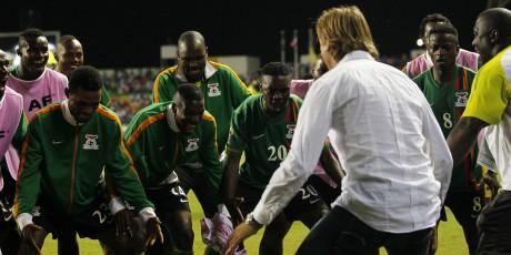 Le Français Hervé Renard (de dos) a remporté la CAN 2012 avec la Zambie, face à la Côte d'Ivoire