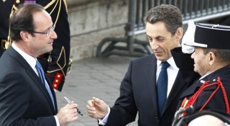 Sarkozy et Hollande à Paris, le 8 mai 2012. REUTERS / Jacky Naegelen