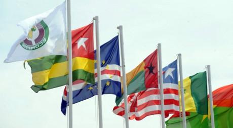 Drapeau de la Communauté ouest africaine et de quelques Etats membres, Abuja, 24 déc. 2010 AFP PHOTO/Pius Utomi Ekpei