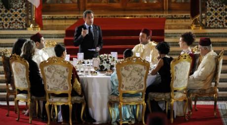 Nicolas Sarkozy à la table de Mohamed VI, dans le palais royal, le 23 octobre 2007