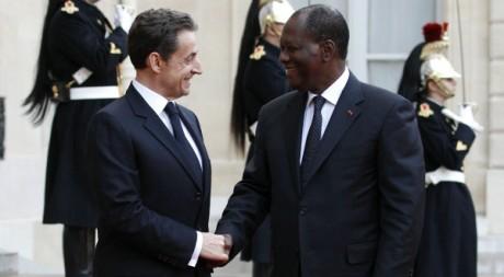 Nicolas Sarkozy accueillant Alassane Ouattara au Palais de l'Elysée, Paris, 26 janvier 2012 REUTERS/Gonzalo Fuentes