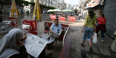 Rue Didouche Mourad, à Alger, REUTERS/Zohra Bensemra