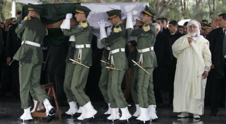 Ahmed Ben Bella, décédé à l'âge de 95 ans, a été enterré le 13 avril 2012, à Alger. REUTERS/Louafi Larbi