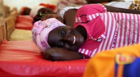 Les patientes d'Urumuri participent à des séances avec un kinésithérapeute pour éviter les complications. ©MatthieuMillecamps