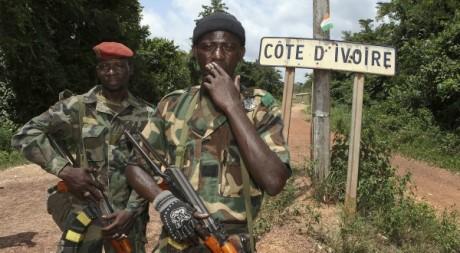 Combattants des FRCI pro-Ouattara à la frontière ivoiro-libérienne, 25 mars 2011, REUTERS/Stringer