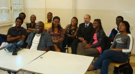 Les étudiants Haïtiens avec l'ambassadeur de Pologne en Haiti à Varsovie. Tous droits réservés