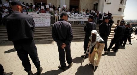Manifestation à Alger le 24 avril 2011. Reuters/Zohra Bensemra