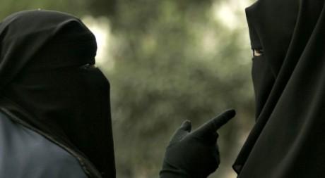 Deux femmes lors d'une manifestation à Casablanca, le 6 mars 2009. Reuters/Rafael Marchante