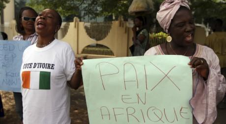Manifestations de femmes en marge d'un sommet sur la crise ivoirienne, Abuja, Nigeria, 23/03/2011, REUTERS/Afolabi Sotunde
