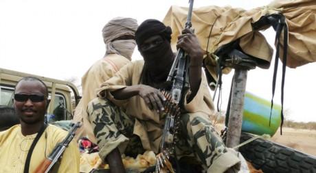 Miliciens d'Ansar Dine en patrouille dans le nord-Mali, 20 juin 2012, REUTERS/Stringer