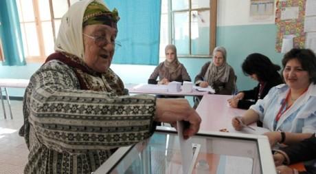 Bureau de vote à Alger le 10 mai 2012. Reuters/Louafi Larbi