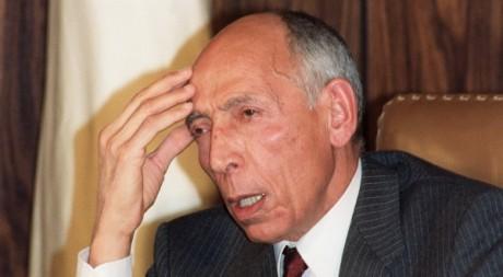Mohammed Boudiaf, alors président du Haut Comité d'Etat, lors d'une conférence de presse, Alger, février 1992 ©AFP