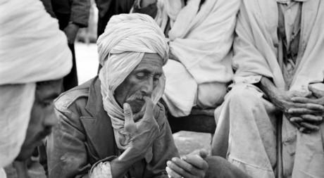 Scènes de rue au sud de l'Algérie en 1951. AFP/Henri ELWING