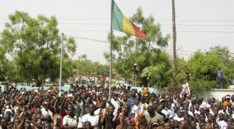 Bamakois réclamant le retour complet du pouvoir au civil après le putsch du 22 mars, 26 mars 2012, Reuters Staff / Reuters