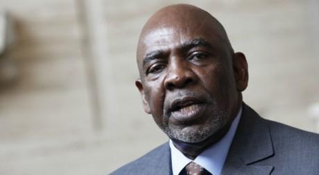 Le Premier ministre de transition en conférence de presse, Abidjan, 26/05/2012, REUTERS/Thierry Gouegnon