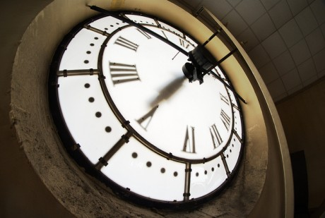 Horloge via Flickr by Zigazou76