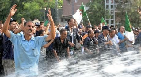 Manifestation de gardes communaux à Alger le 9 juillet 2012. AFP/FAROUK BATICHE