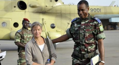 Otage Suisse libérée en compagnie du général Burkinabè Gilbert Diendéré, 24/04/2012, AFP PHOTO/ AHMED OUOBA