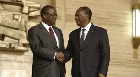 Le président A. Ouattara (à d.) et son Premier ministre J. Kouadio-Ahoussou (à g.), Abidjan, 14 mars 2012, REUTERS/T. Gouegnon