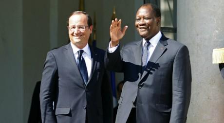 François Hollande et Alassane Ouattara sur les marches de l'Elysée, Paris, 26 juillet 2012, REUTERS/Charles Platiau