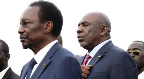 Cheick Modibo Diarra (à d.) avec le président Dioncounda Traoré à son retour à Bamako, Mali, 28 juin 2012, REUTERS/Stringer