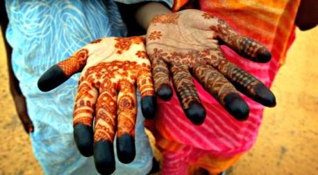 Des jeunes filles avec des tatouages traditionnels au henné, Mauritanie © Finbarr O'Reilly / Reuters