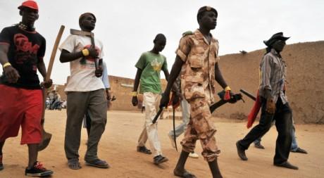 Membres d'un groupe d'auto-défense dans les rues de Gao,  17 juillet 2012, AFP PHOTO/Issouf Sanogo