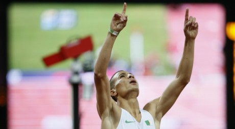 Taoufik Makhloufi après sa victoire au 1500 mètres, le 7 août 2012. REUTERS/Lucy Nicholson