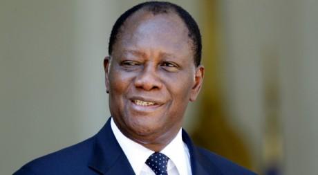 Alassane Ouattara sur les marches de l'Elysée, Paris, 26 juillet 2012, REUTERS/Charles Platiau