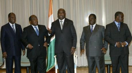 De gauche à droite A.Ouattara, C. Konan Banny, L.Gbagbo, H. Konan Bédié, G. Soro à Yamoussoukro,1er mars 2006, REUTERS/Luc Gnago