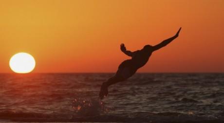 Coucher de soleil en mer Méditerranée le 13 juin 2012. Reuters/Esam Al-Fetori