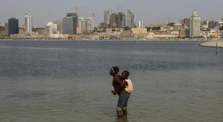Plage à Luanda, le 2 septembtre 2012. REUTERS/SIPHIWE SIBEKO