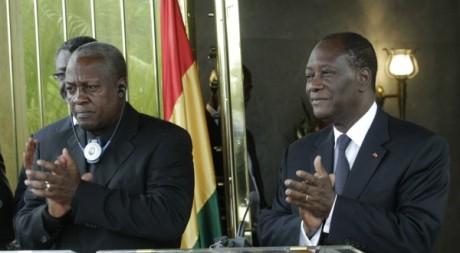 Les présidents ghanéen et ivoirien, John Dramani Mahama et Alassane Ouattara, septembre 2012. REUTERS/Thierry Gouegnon