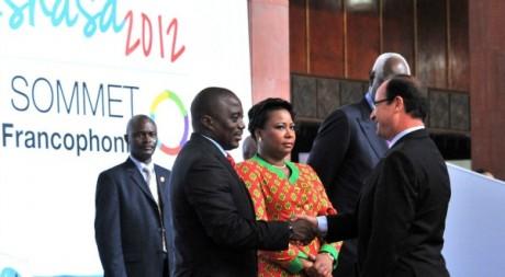 Joseph Kabila (RDC) et François Hollande (France), sommet de la Francophonie, Kinshasa, 13 octobre 2012. JUNIOR DIDI KAN/ AFP