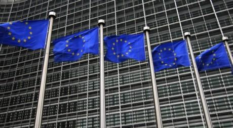 Le drapeau de l'Europe devant le siège de la Commission européenne, Bruxelles, octobre 2012. © REUTERS/Yves Herman