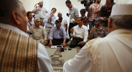 Négociations entre le Conseil national de transition et des tribus à Bani Walid le 6 septembre 2011Reuters/Youssef Boudlal